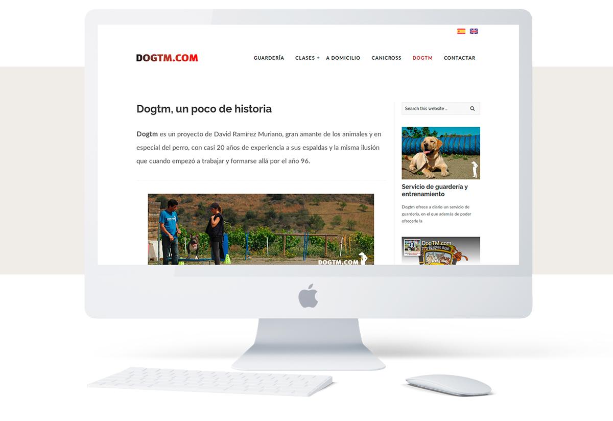 Dogtm.com en una pantalla de escritorio